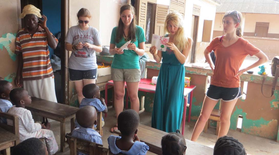 Projects Abroad teaching volunteers run a dynamic lesson in a school in Ghana.